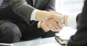 握手している人の画像